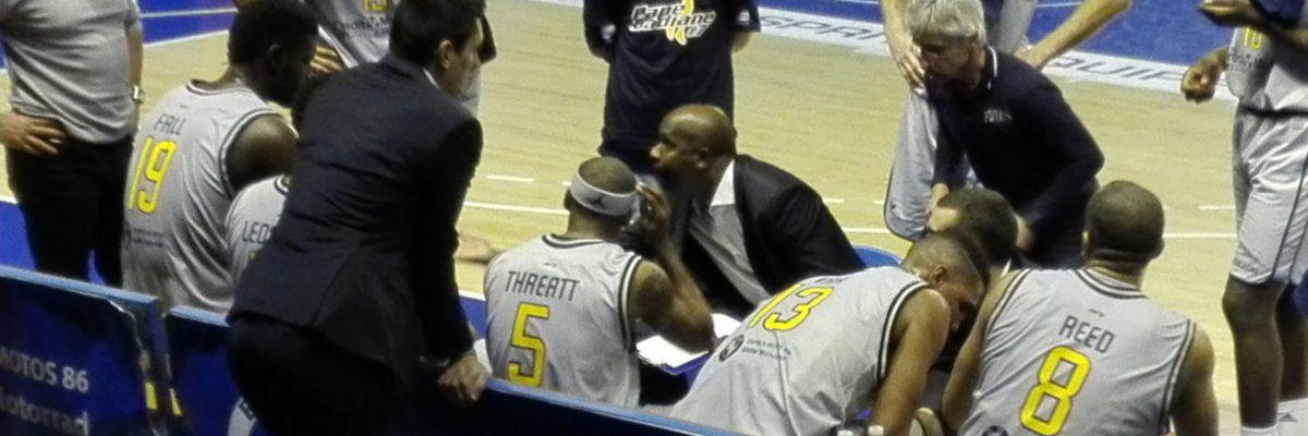 L'entraîneur Rudy NELHOMME parle aux joueurs PB86