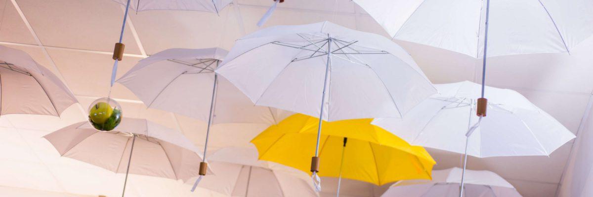 Décoration parapluies Printemps Marcireau