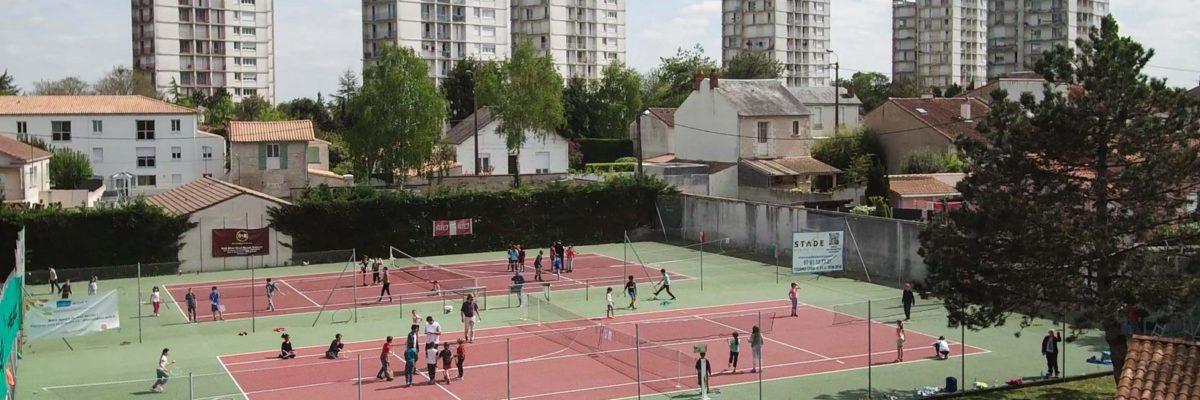 Vue aérienne des terrains de tennis du club de Niort