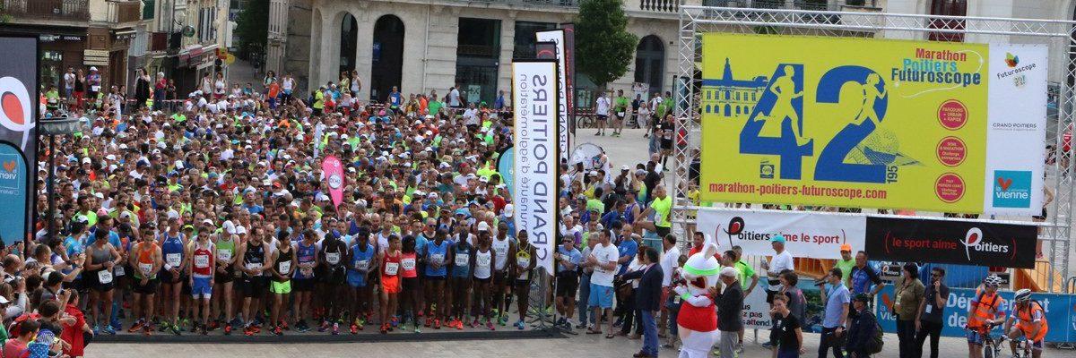 Départ Marathon Poitiers Futuroscope devant l'Hôtel de Ville de Poitiers