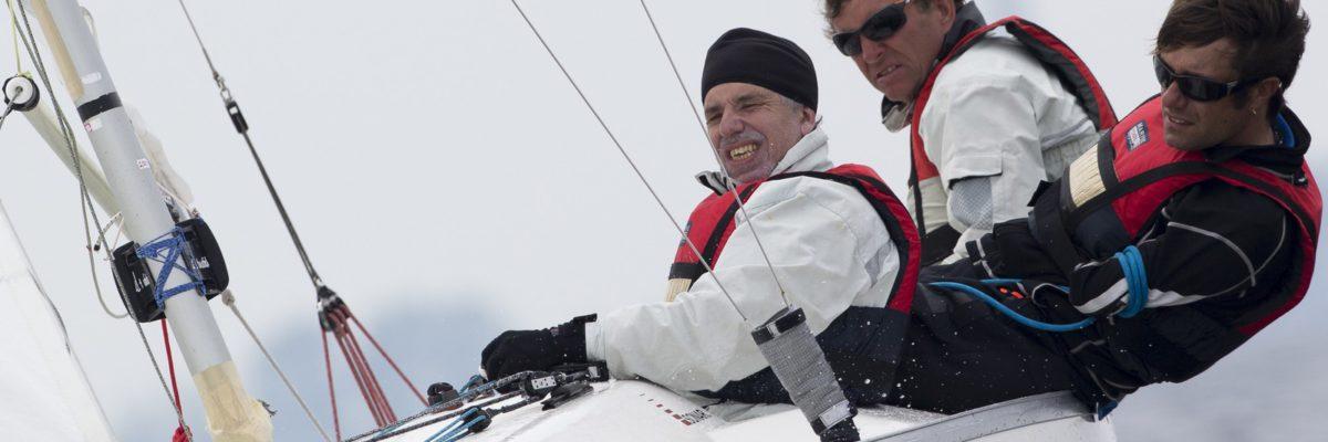 Nicolas VIMONT-VICARY à bord avec ses deux équipiers